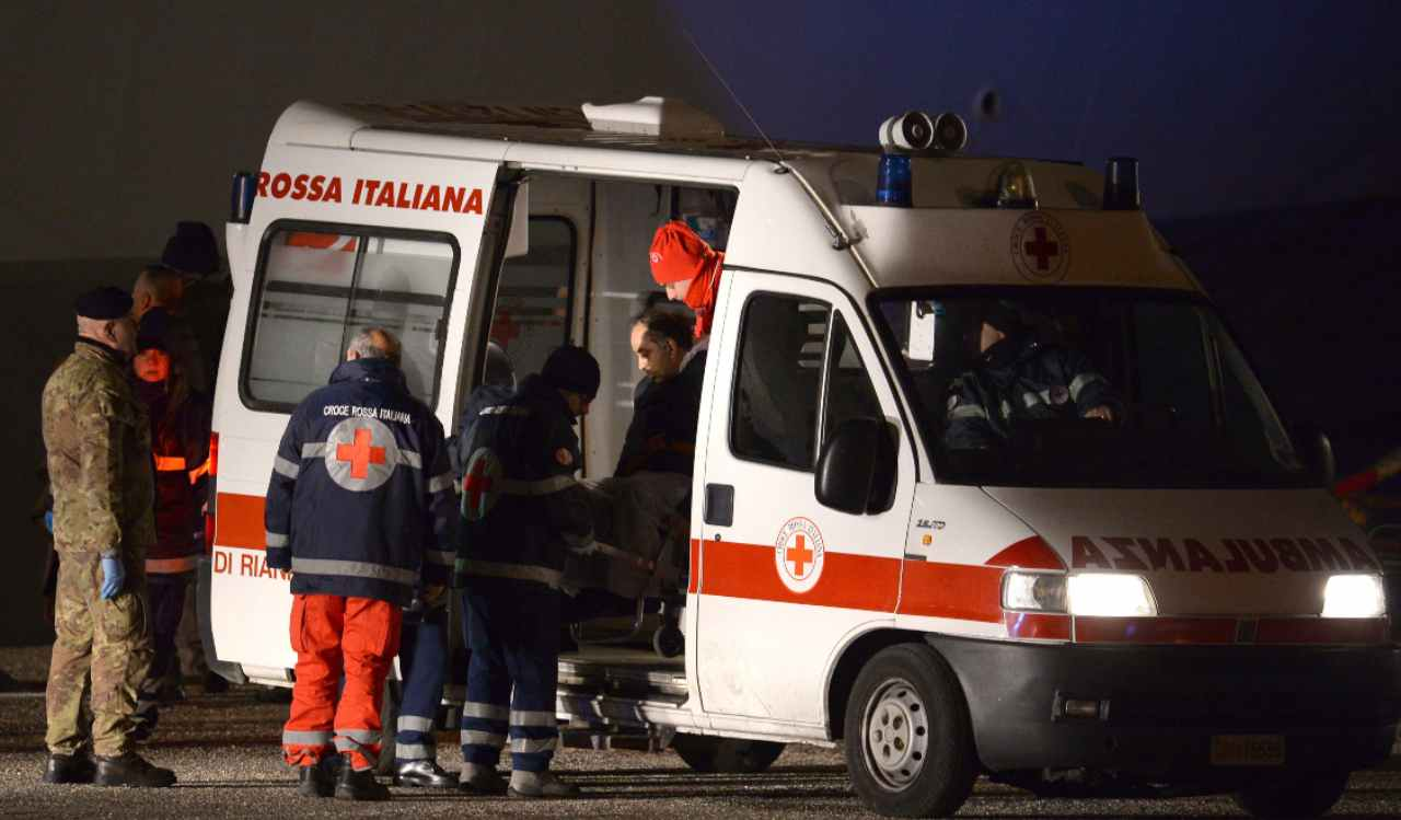 ambulanza su luogo di un incidente
