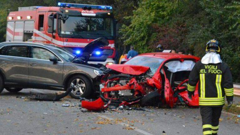 incidente tra due auto